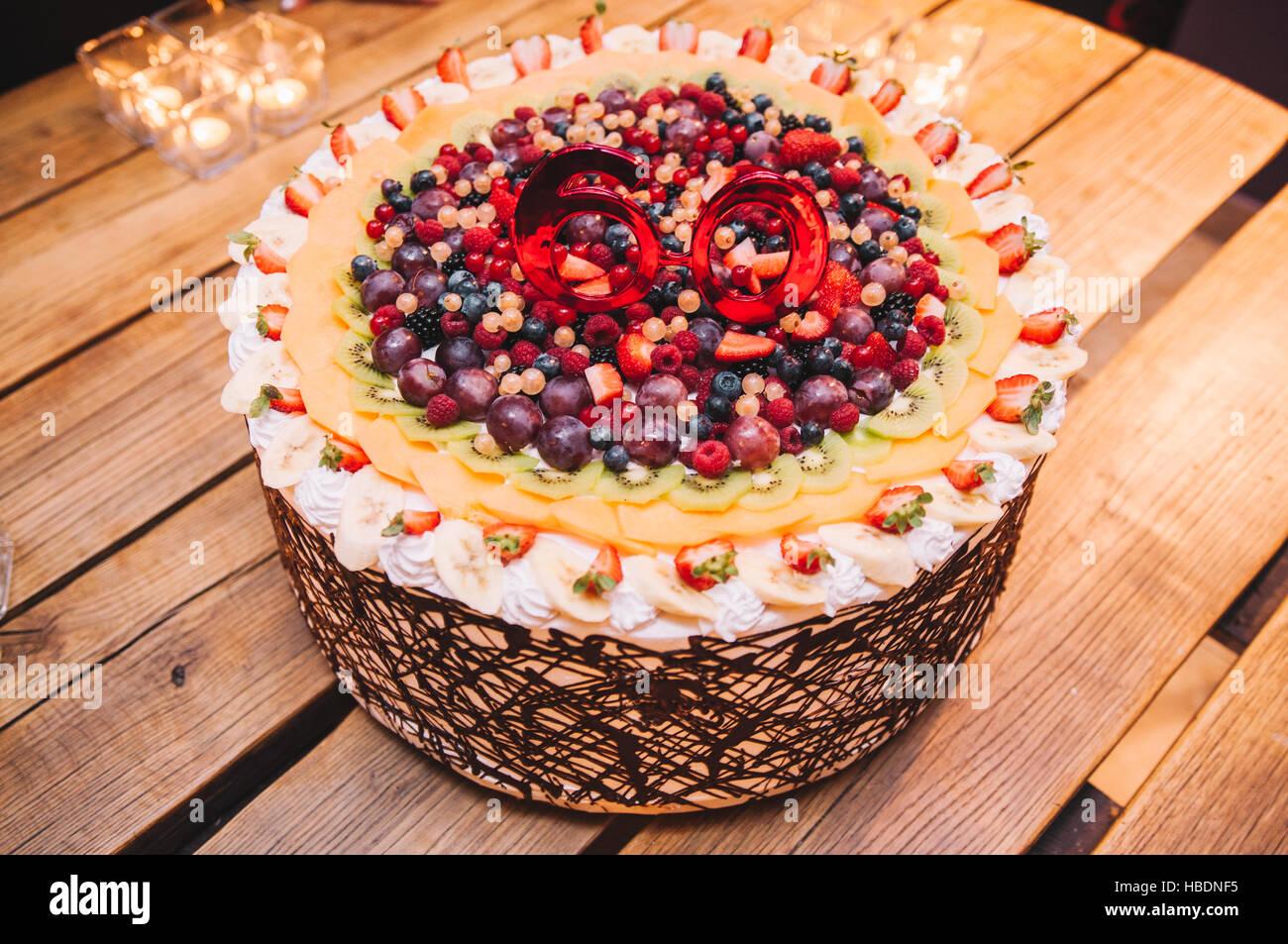60 Geburtstag Geburtstagsfeier Obst Und Schokolade Kuchen Stockfoto