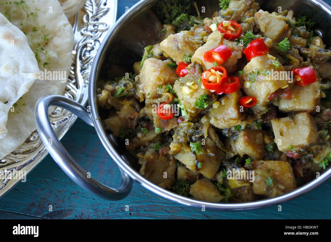 Nahaufnahme der indischen Alu Rehkörner Küche serviert mit Naan ...
