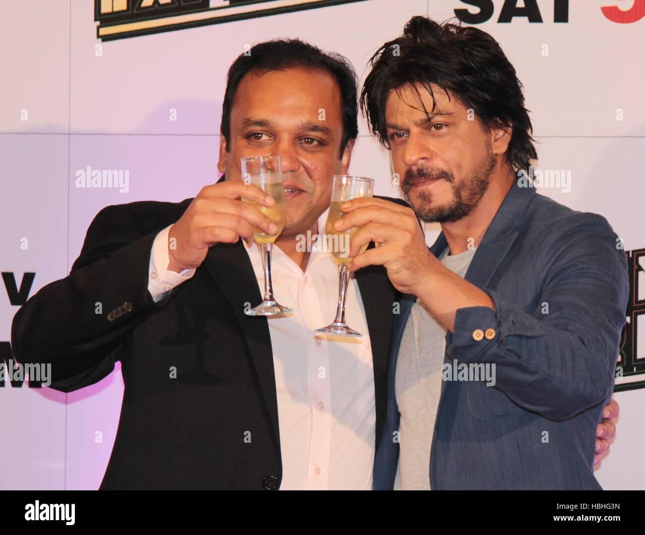 Punit Goenka Unterhaltung Unternehmen begrenzt Shah Rukh Khan während Zee TV Erfolg Partei Film Chennai Express Stockbild