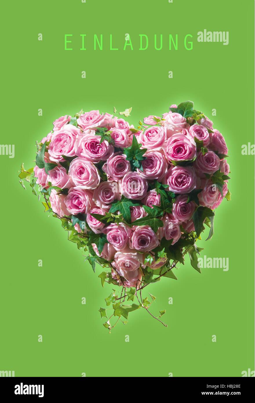 Einladungskarte mit Herz aus Rosen Stockbild