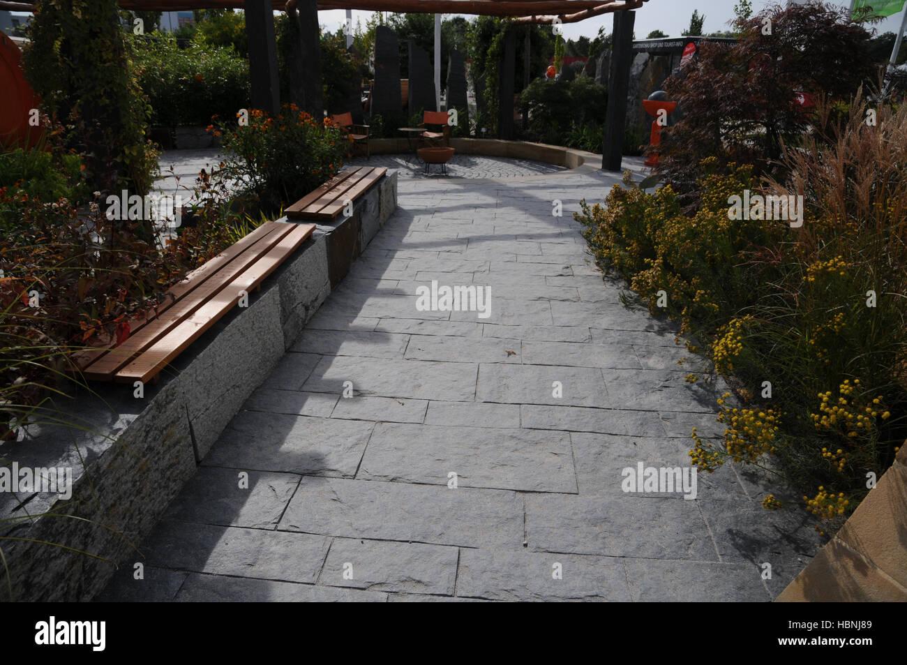 Schieferplatten Garten garten mit schiefer-pflaster stockfoto, bild: 127709129 - alamy