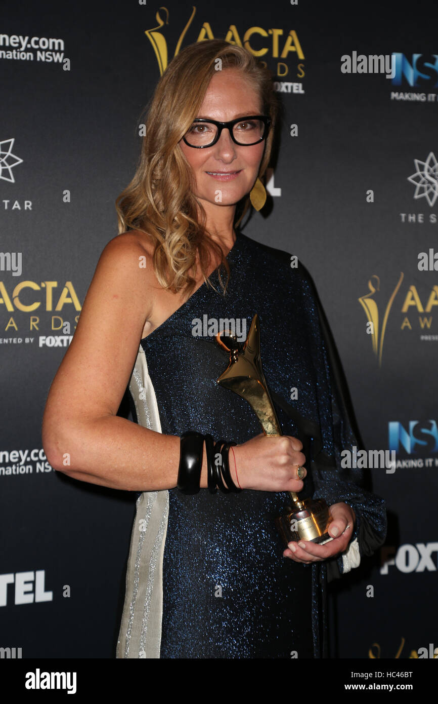 Sydney, Australien. 7. Dezember 2016. Eva Orner stellt nach dem Gewinn des AACTA Award für besten Dokumentarfilm Stockbild