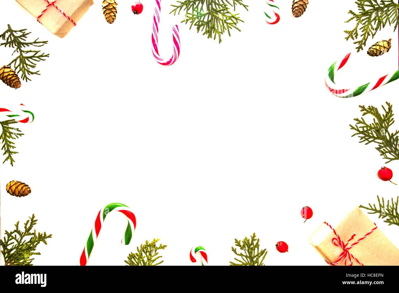 Weihnachten-Zusammensetzung auf weißem Hintergrund ...