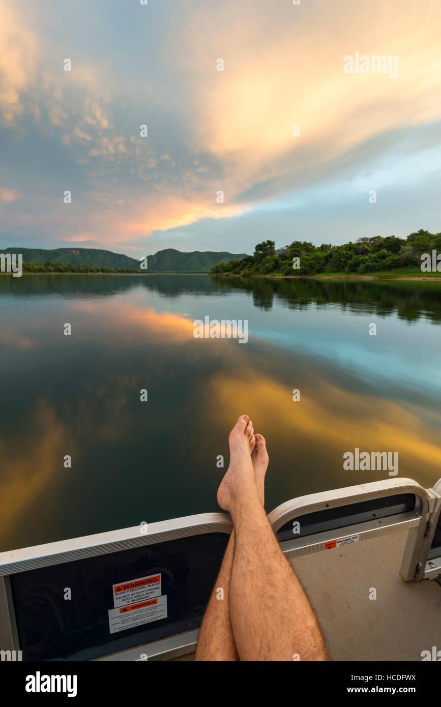 Sambesi Simbabwe Sonnenuntergang Farben Boot Stockfoto, Bild ...