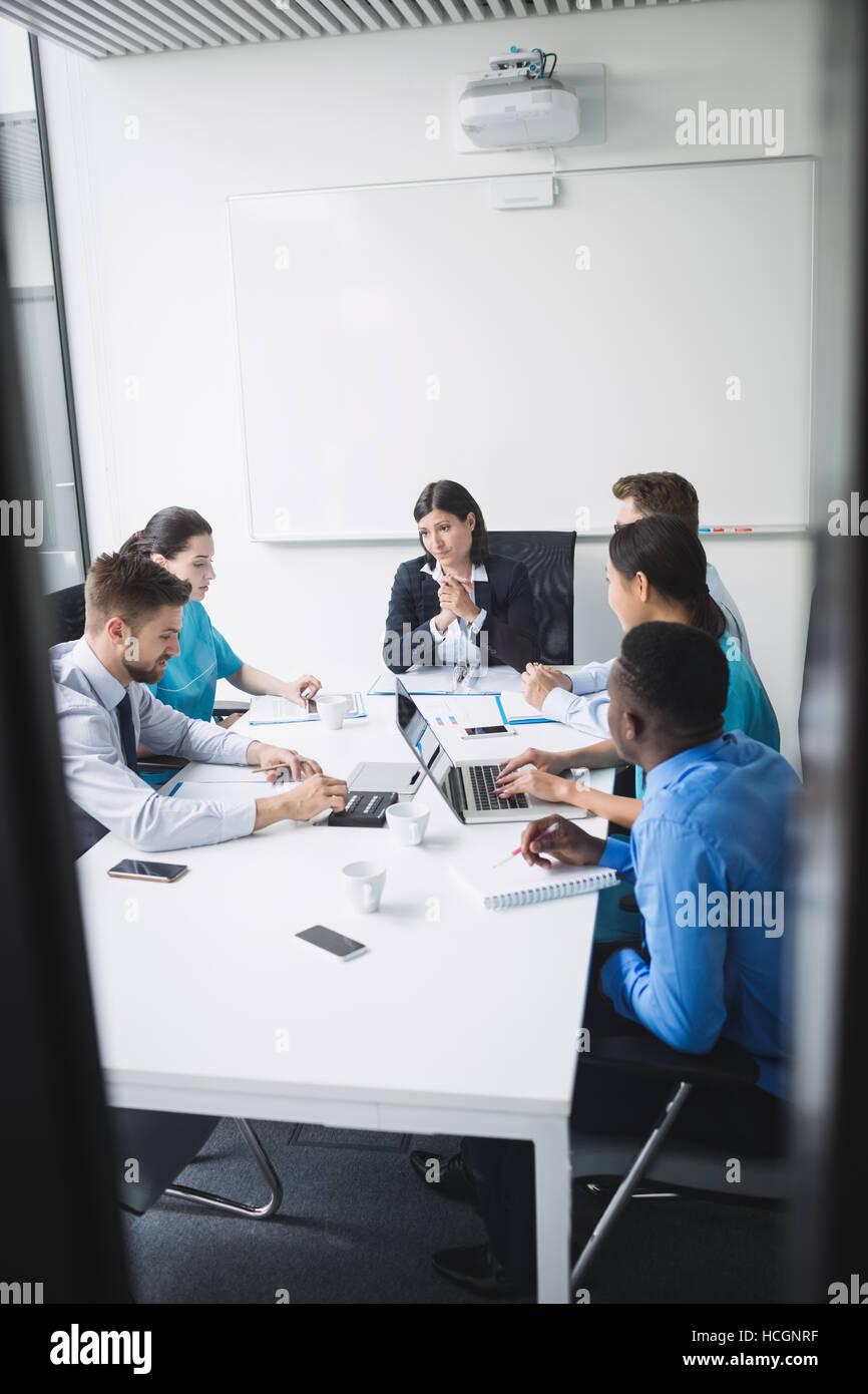 Team von Ärzten in einer Besprechung Stockfoto