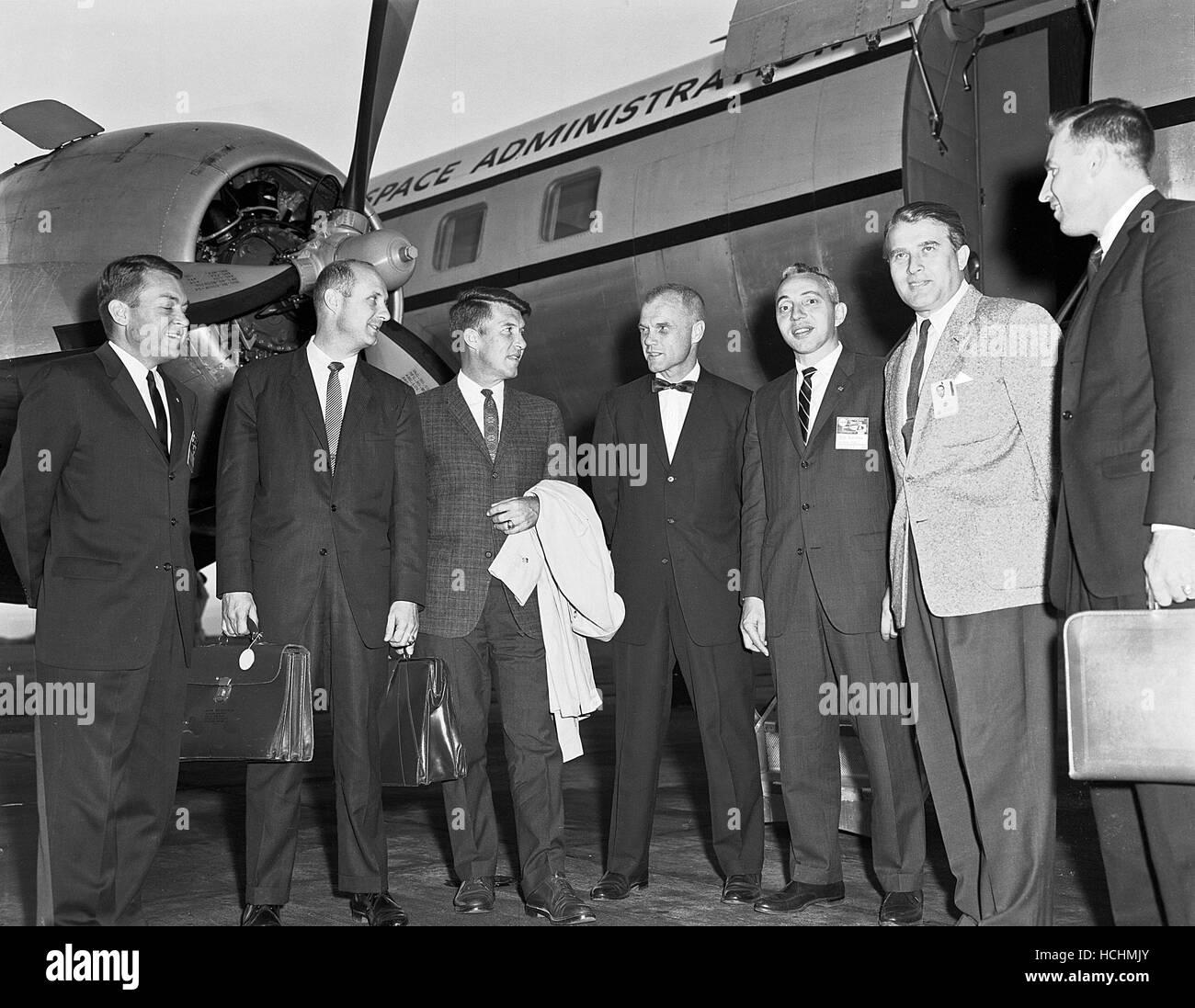 Vertreter aus NASA-Hauptquartier und die Astronauten trafen sich oft mit Dr. Wernher von Braun in Huntsville, Alabama. Dieses Foto wurde im September 1962 bei einem solchen Besuch aufgenommen. Von links nach rechts sind Elliott See, Tom Stafford, Wally Schirra, John Glenn, Brainerd Holmes, Dr. von Braun und Jim Lovell.Credit: NASA über CNP /MediaPunch Stockfoto