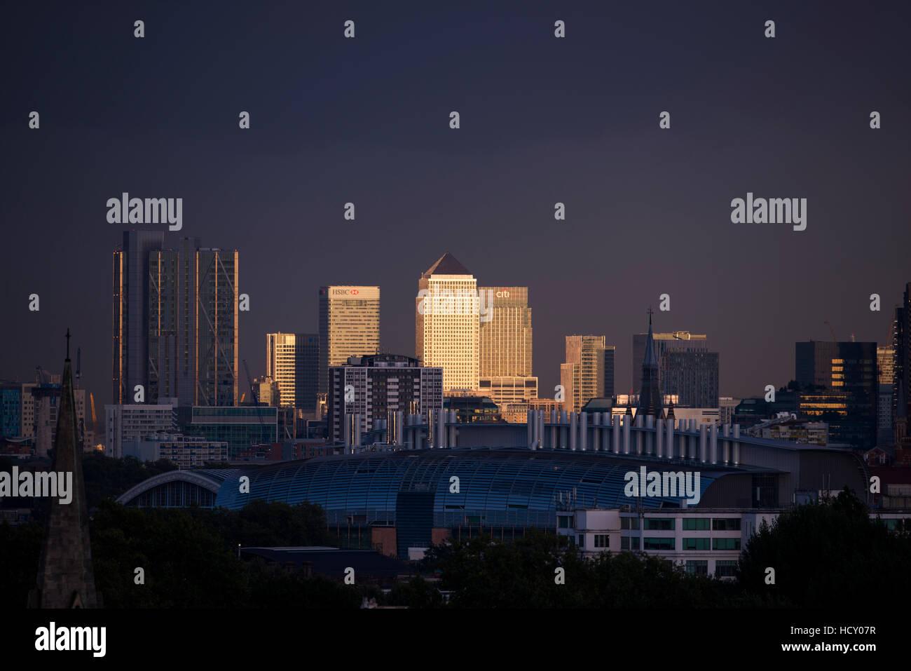 Canary Wharf, Docklands, bei Sonnenuntergang von der Spitze der Primrose Hill, London, UK Stockbild