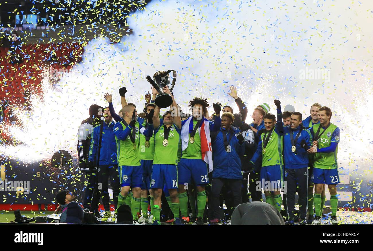 Toronto, Kanada. 10. Dezember 2016. Mitglieder der Seattle Sounders FC feiern während der Verleihung des 2016 Major Stockfoto