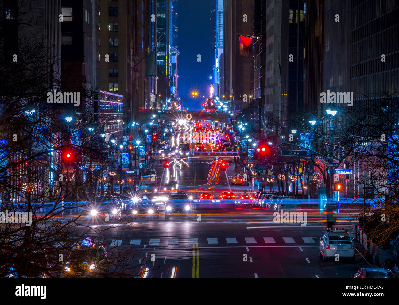 USA. New York City. Manhattan. 42nd Street. Nachtverkehr Stockbild