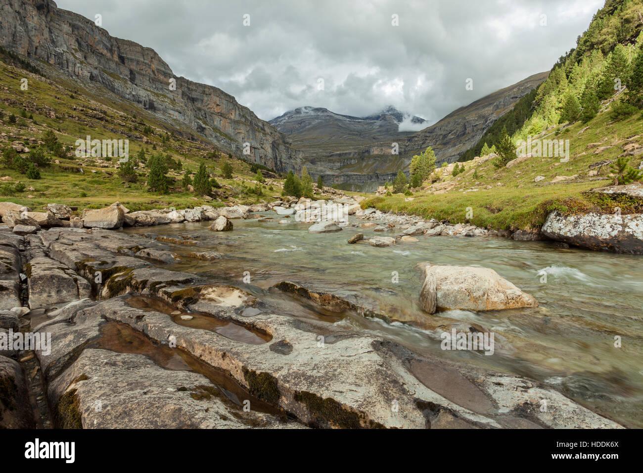 Herbstnachmittag im Ordesa y Monte Perdido Nationalpark Pyrenäen, Spanien. Stockbild