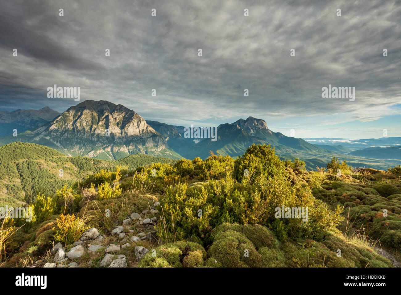 Herbstnachmittag in Pyrenäen in der Nähe von Tella, Huesca, Aragon, Spanien. Stockbild