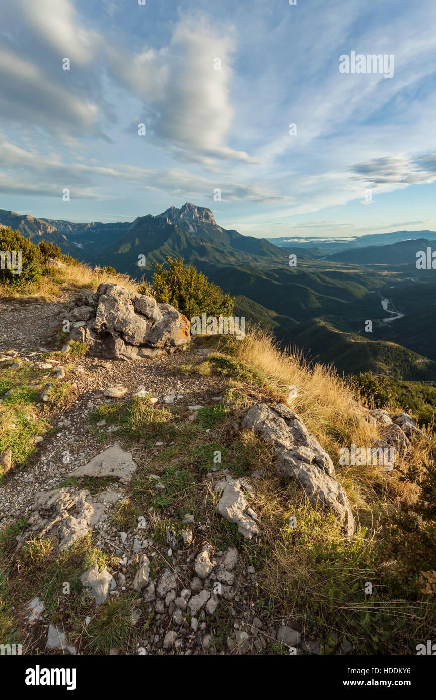 Herbstnachmittag in den Pyrenäen in der Nähe von Tella, Huesca, Aragon, Spanien. Stockbild