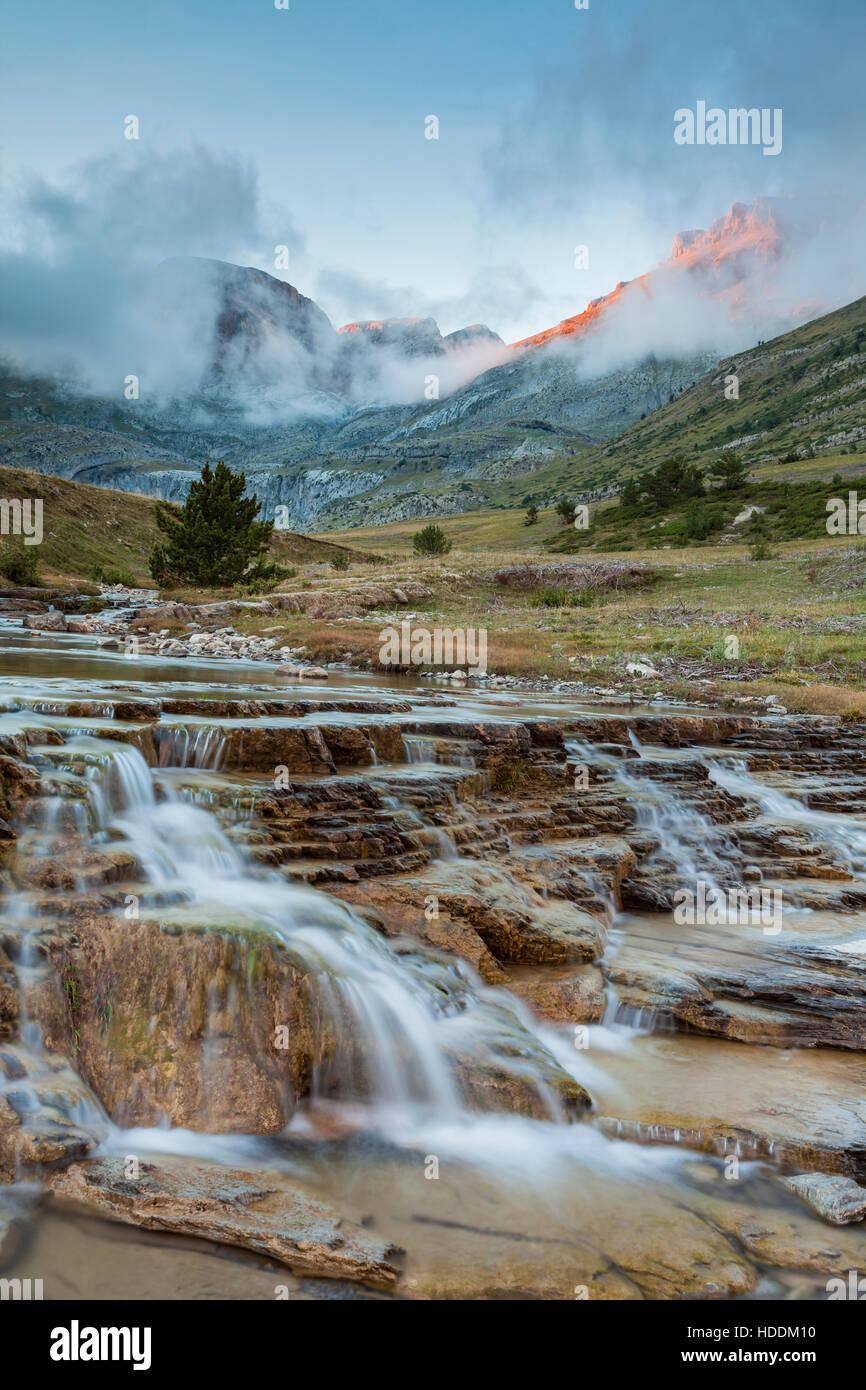 Herbstnachmittag in Aisa Tal, Huesca, Aragon, Spanien. Pyrenäen. Stockbild