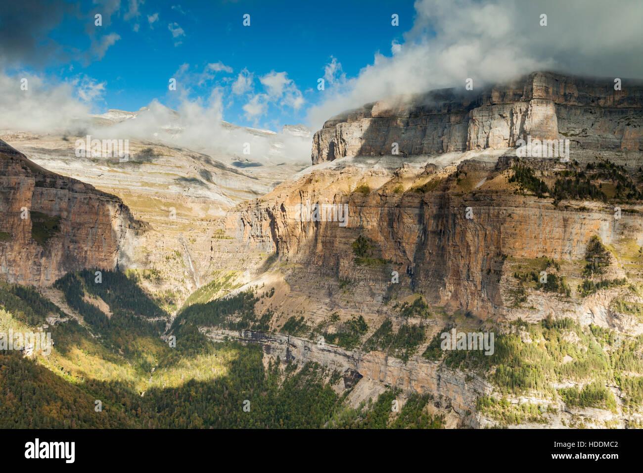 Herbst im Ordesa y Monte Perdido Nationalpark, Huesca, Aragon, Spanien, Pyrenäen. Stockbild