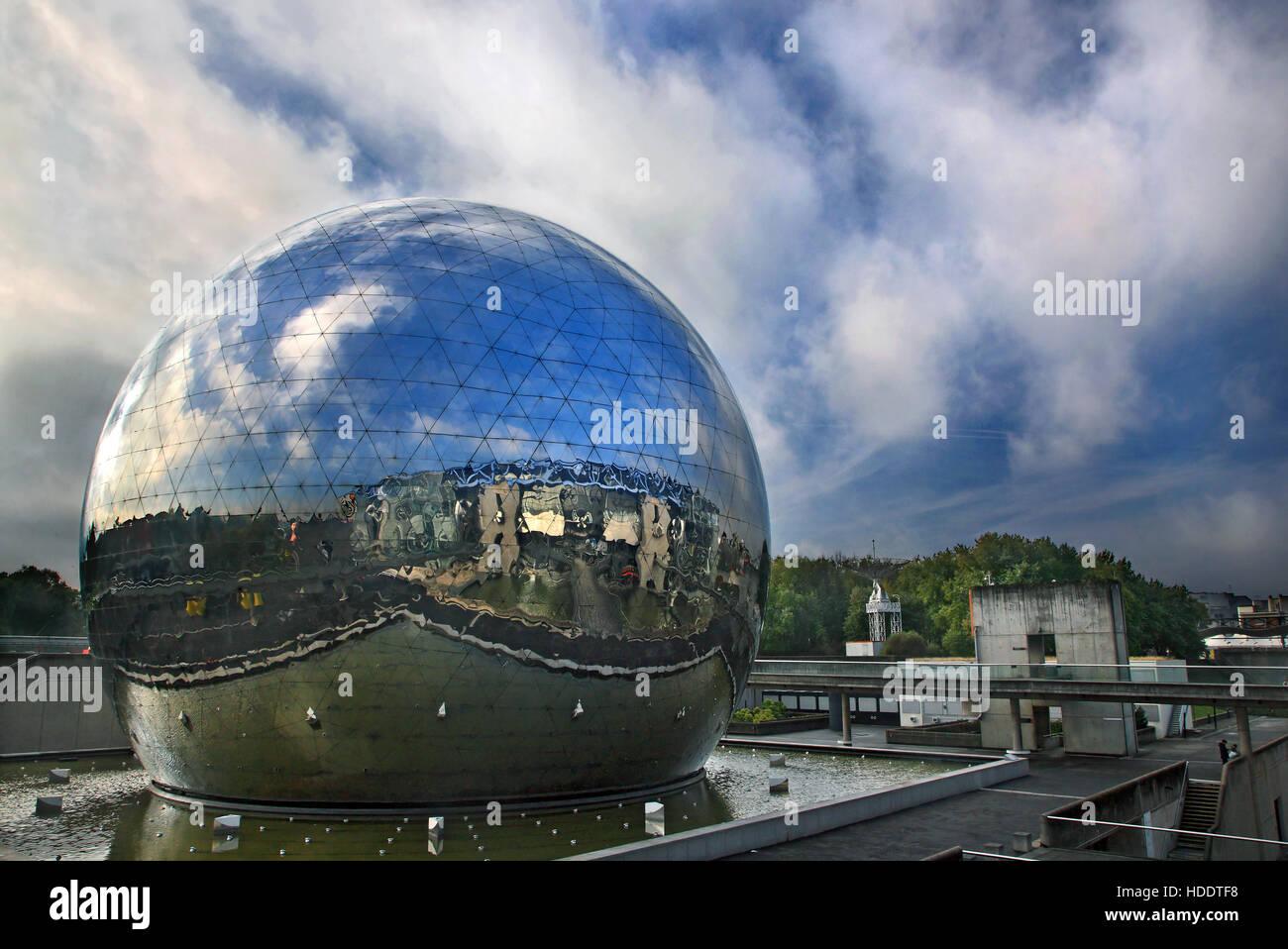 """Die Welt von La Geode im Parc De La Villette in der """"Cité des Sciences et de l ' Industrie ', Stockbild"""