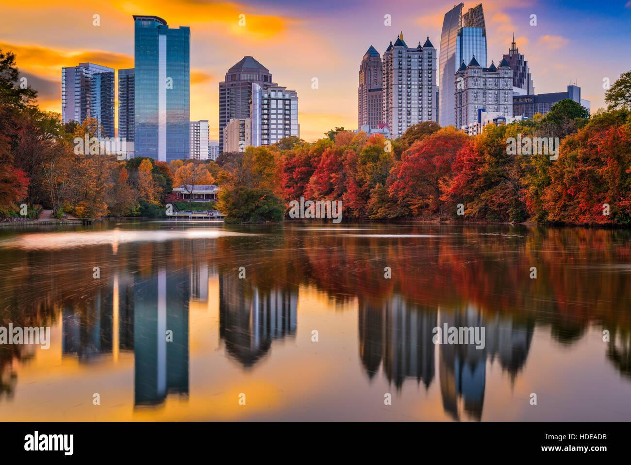 Skyline von Atlanta, Georgia, USA Piedmont Park im Herbst. Stockbild