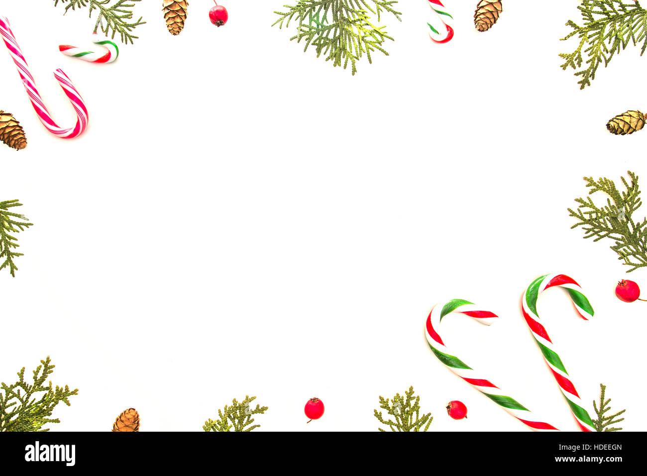 Weihnachten-Zusammensetzung auf weißem Hintergrund. Xmas-Rahmen mit ...
