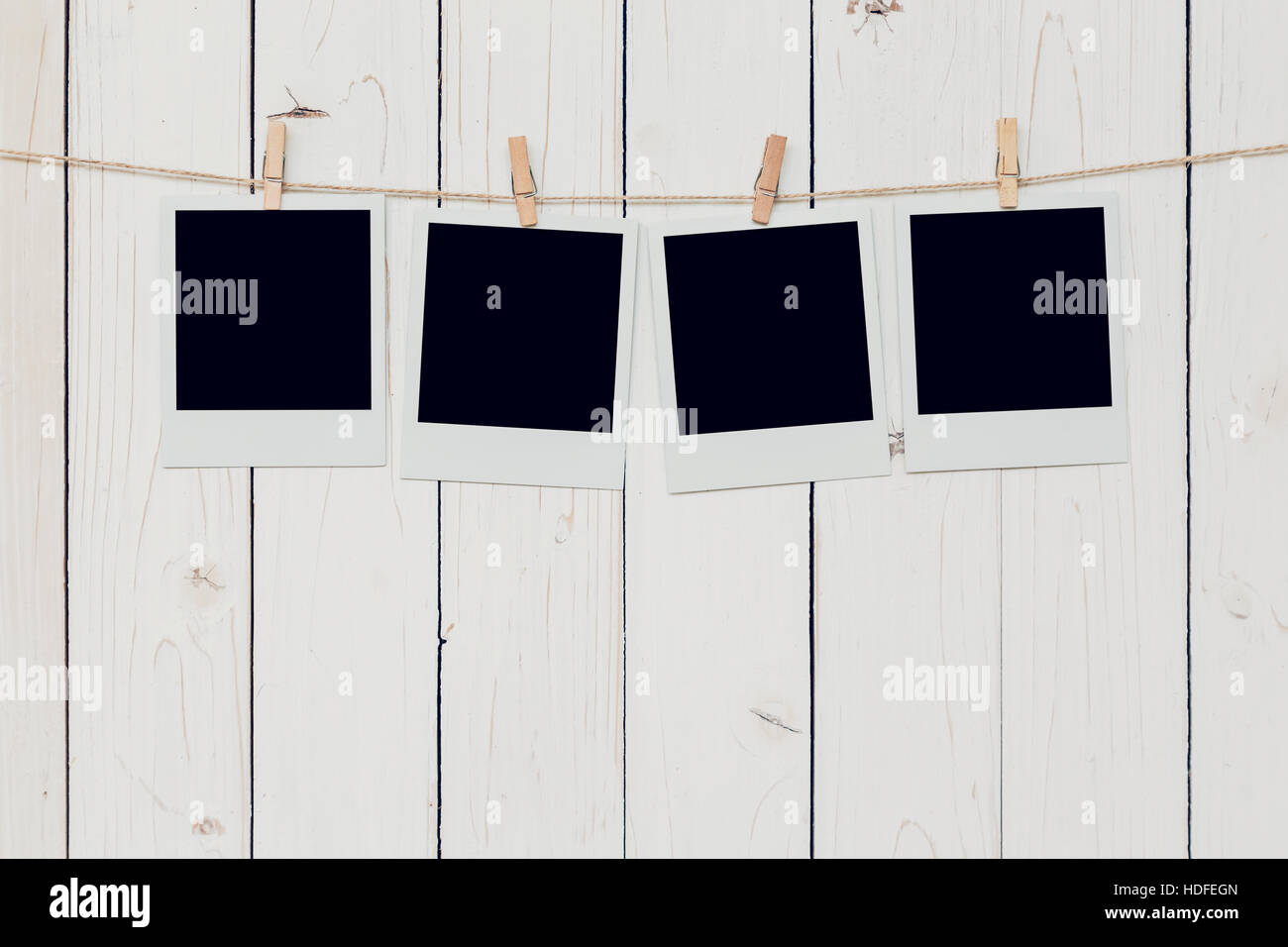 Vier leere Bilderrahmen hängen weiße Holz Hintergrund mit Raum ...