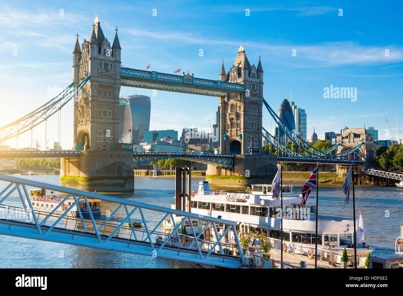 Financial District of London und die Tower Bridge Stockfoto