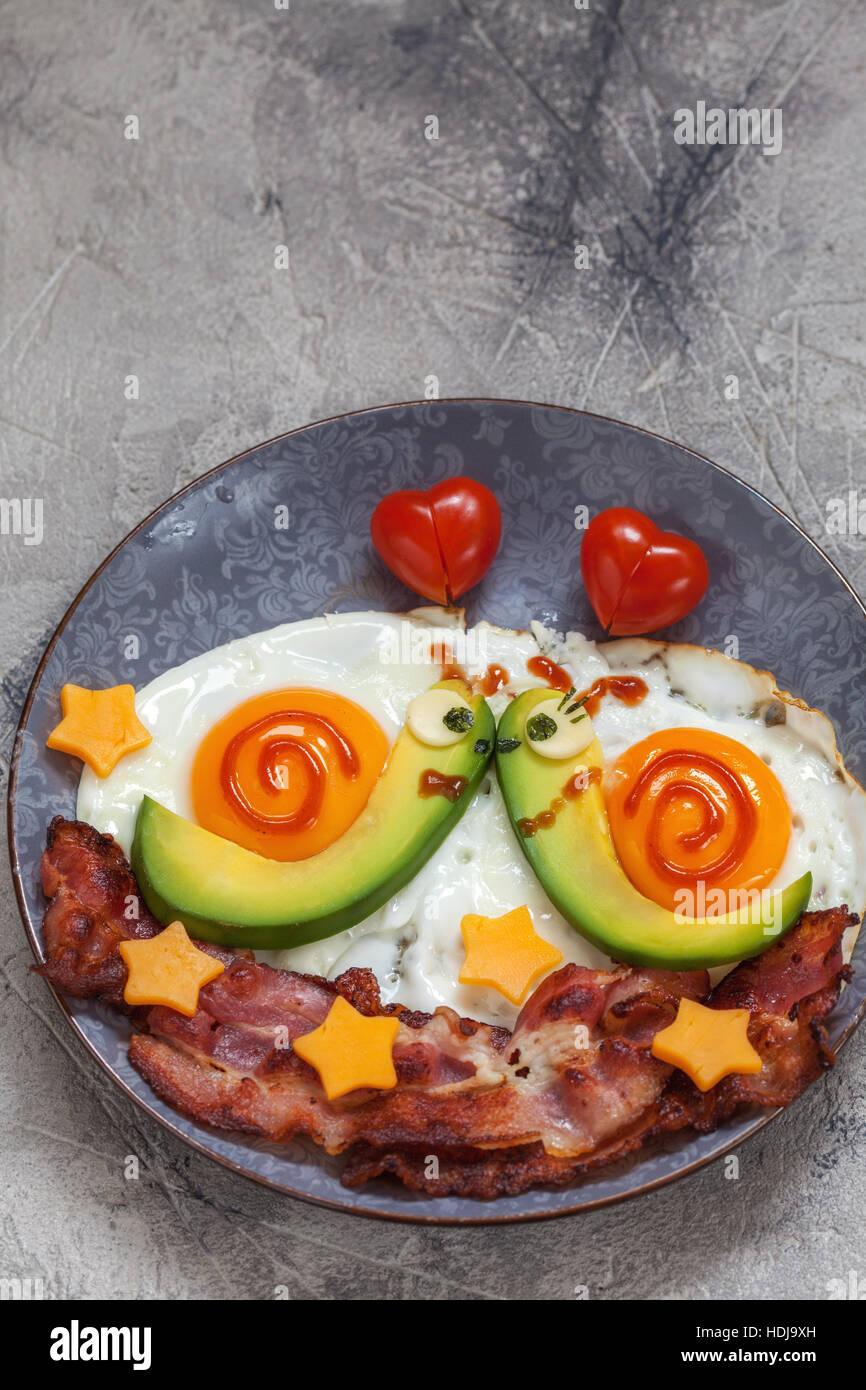 Lustig Essen Schnecken Fruhstuck Fur Den Valentinstag Stockfoto