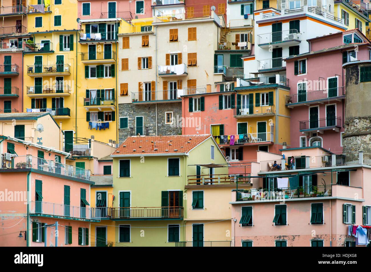 Häuser in Vernazza, Cinque Terre, Ligurien, Italien Stockbild