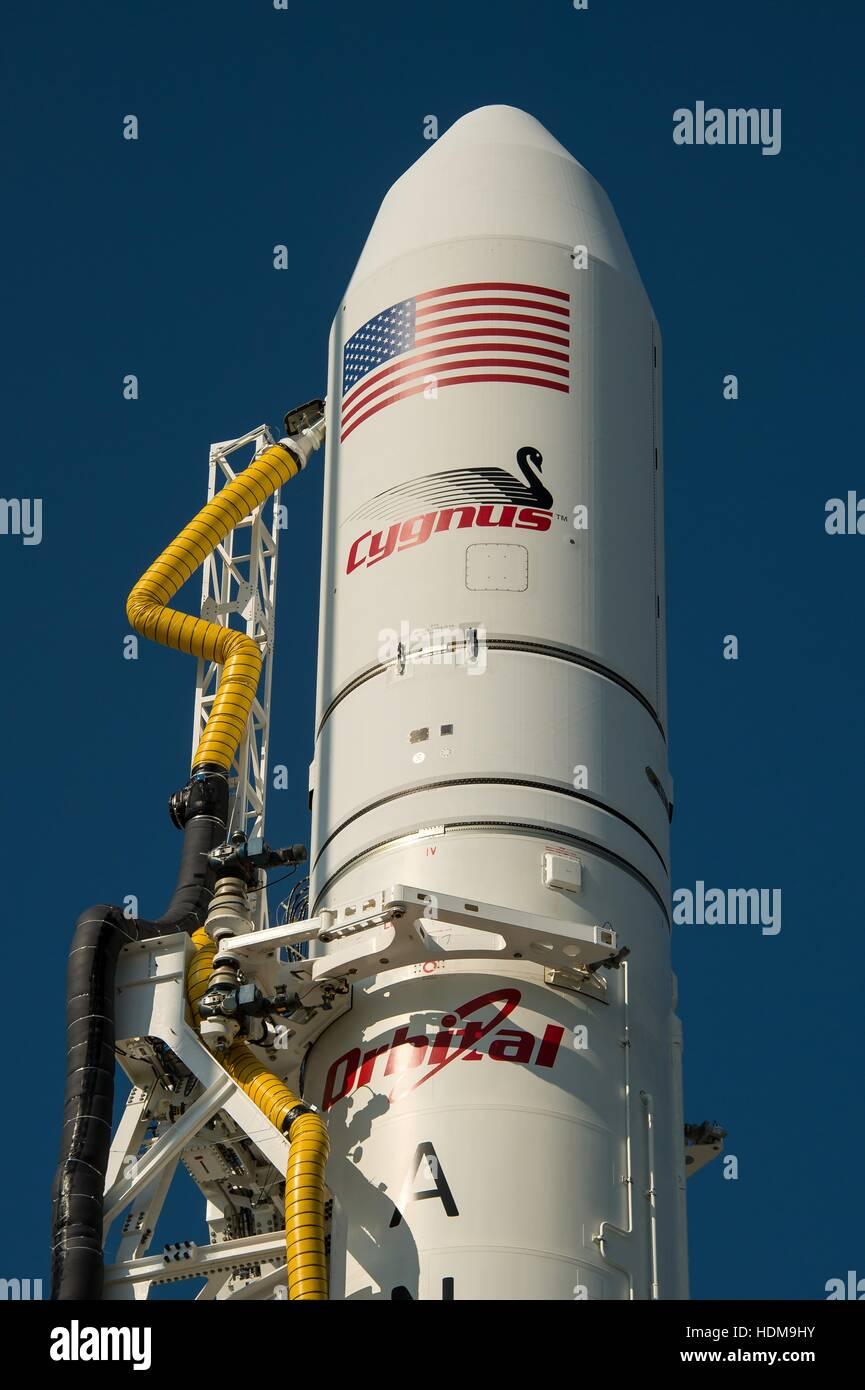 Die Orbital Sciences Corporation Antares-Rakete mit Cygnus Raumfahrzeug an Bord sitzt auf Startrampe-0A bei der Stockbild