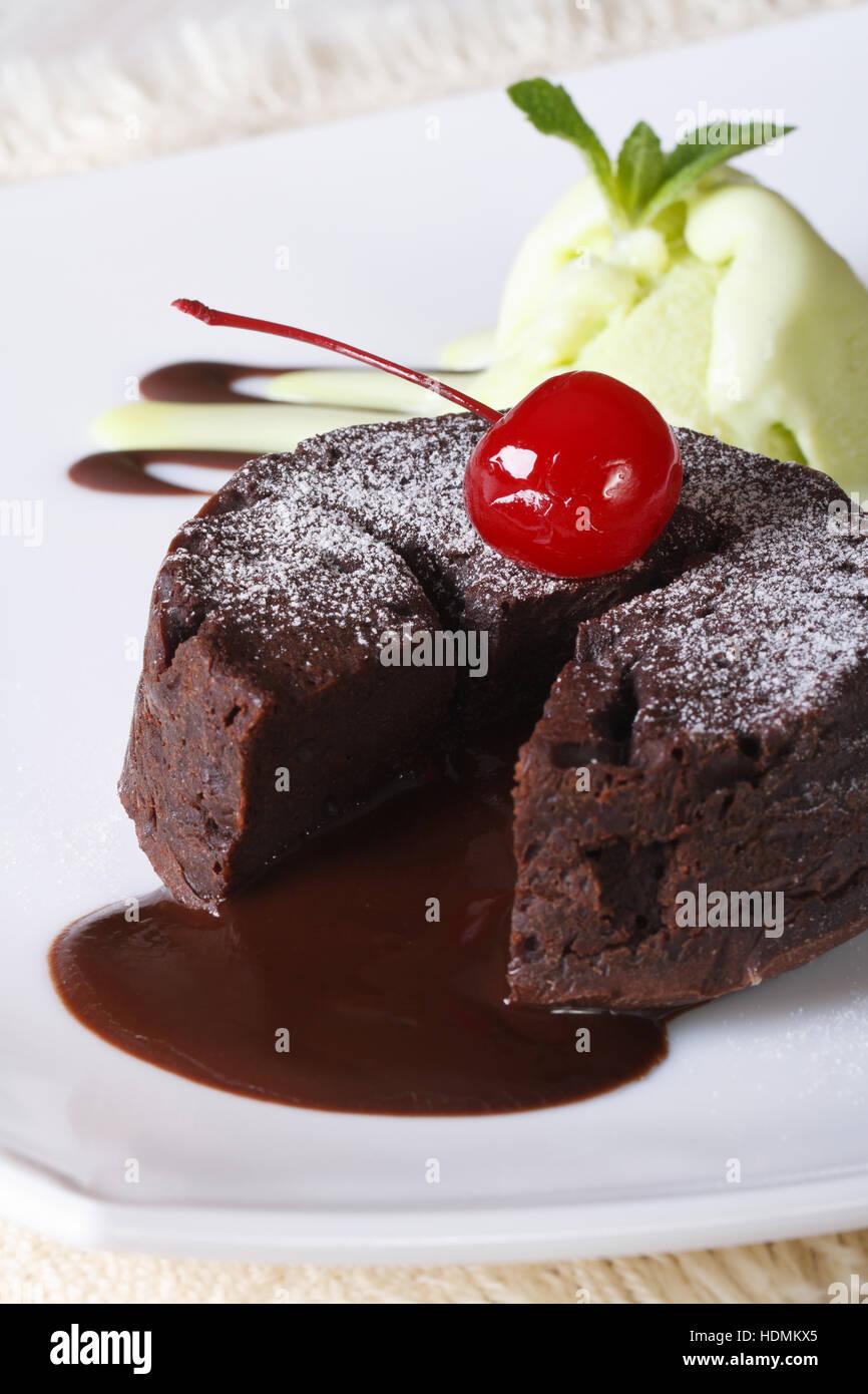 Schokoladen Fondant Kuchen Mit Kirschen Und Minze Eis Auf Eine