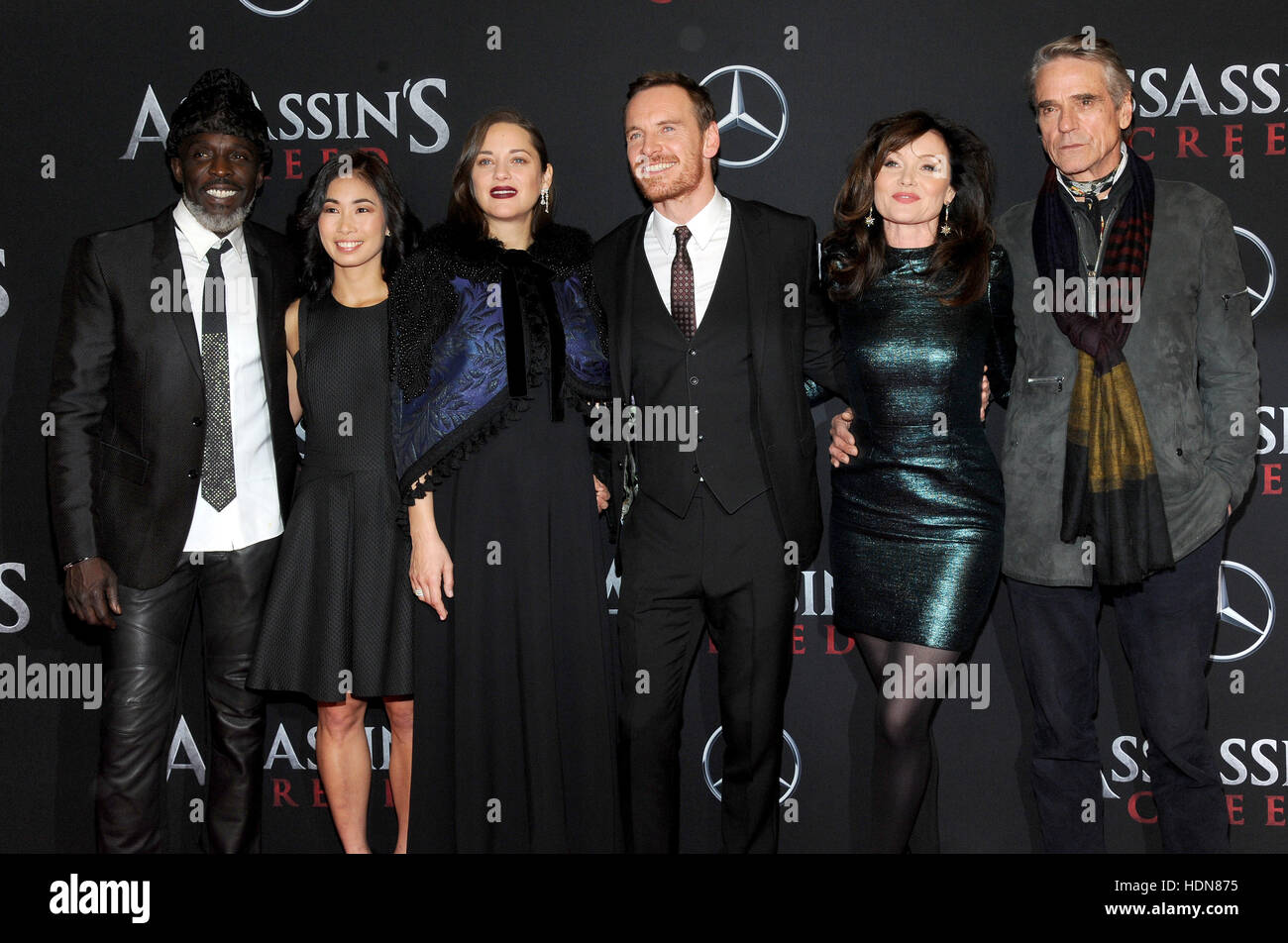 New York, USA. 13. Dezember 2016. Michael K. Williams, Marion Cotillard, Michael Fassbender, Essie Davis und Jeremy Stockbild