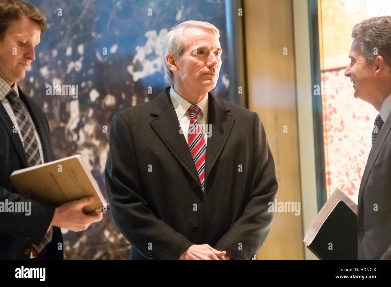 New York, USA. 14. Dezember 2016. US-Senator Robert Portman (Republikanische of Ohio) wird bei seiner Ankunft im Stockfoto