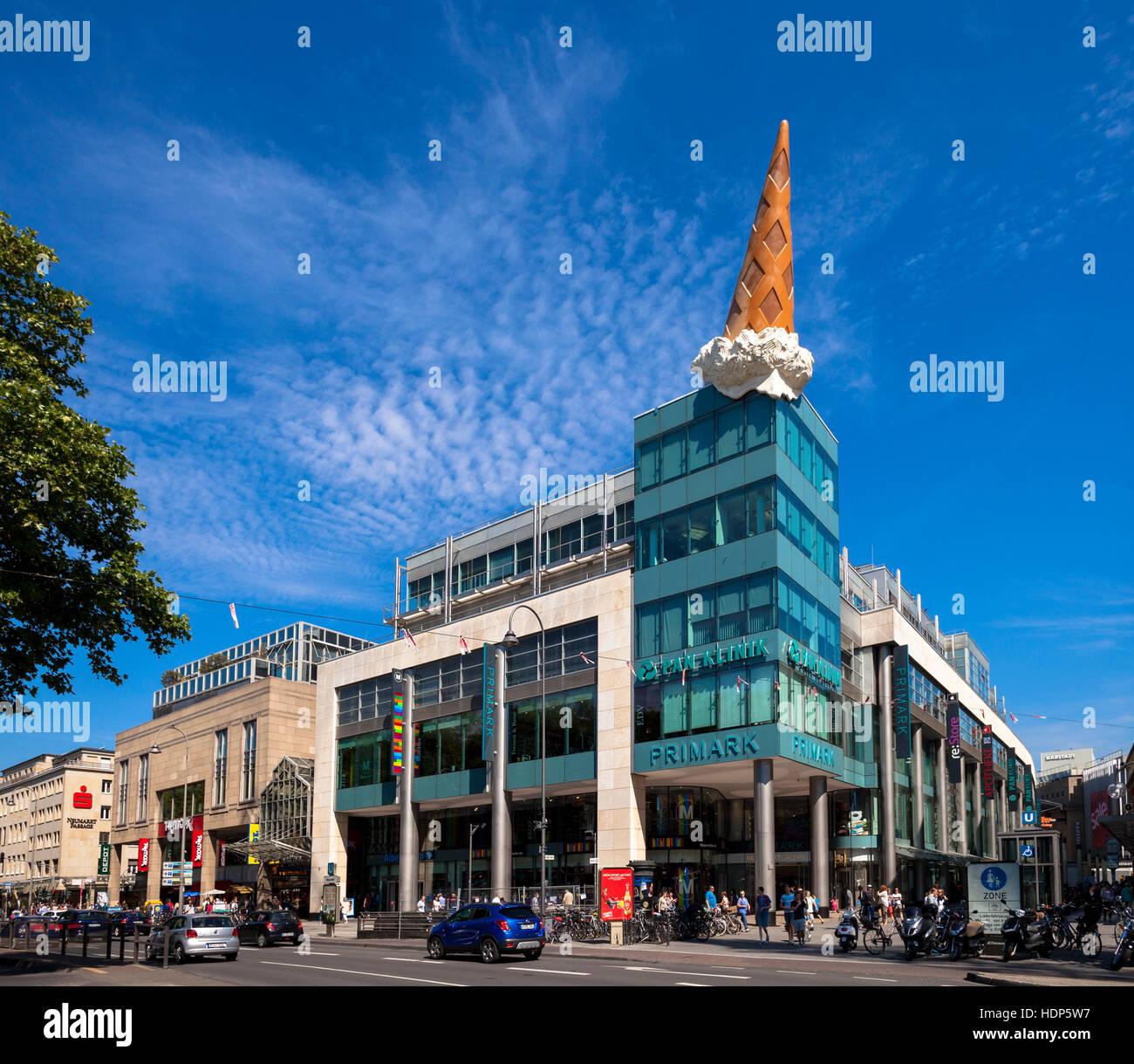 Deutschland, Köln, Eistüte des Popart-Künstlers Claes Oldenburg auf ...