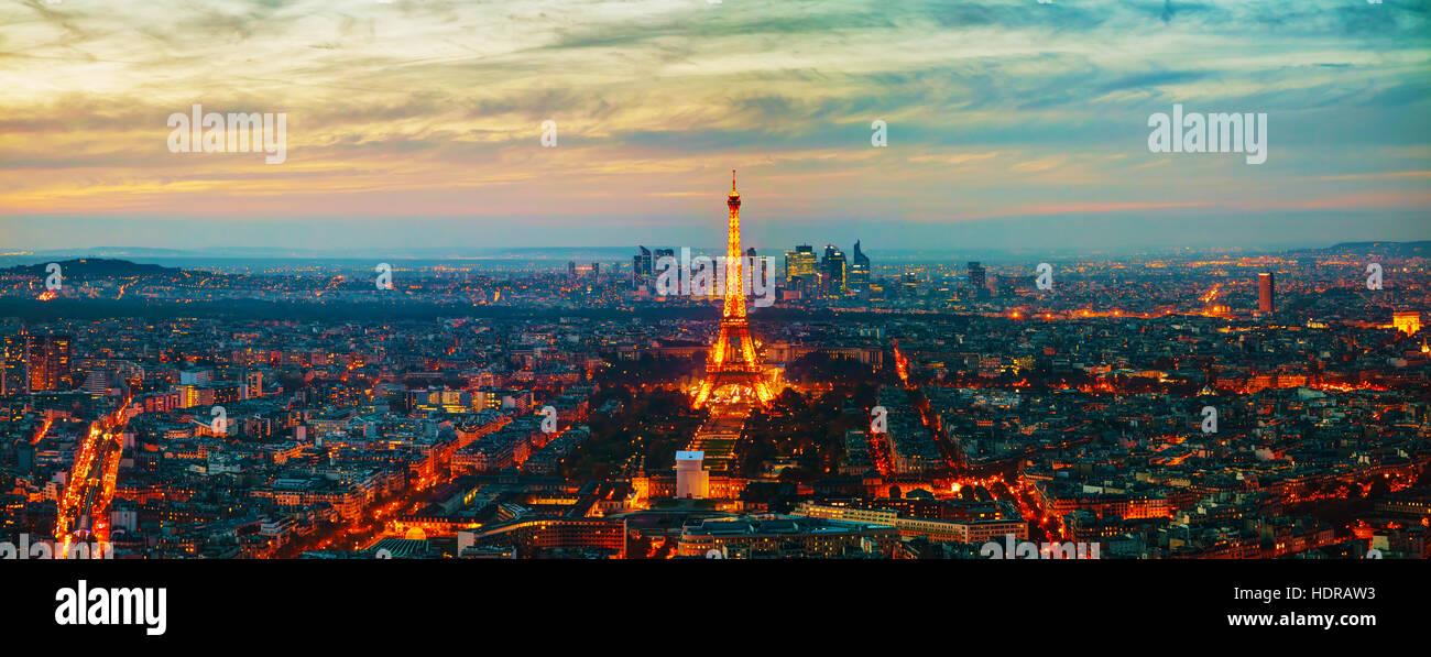 PARIS - 1 NOVEMBER: Stadtansicht mit dem Eiffel Turm Luftbild auf 1. November 2016 in Paris, Frankreich. Stockbild