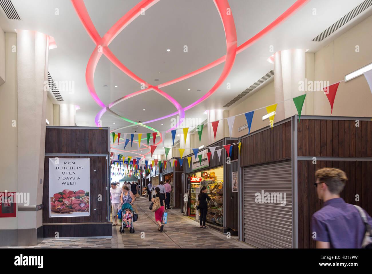 Markt Fuß bedeckt Markt, Woking, Surrey, England, Vereinigtes Königreich Stockbild