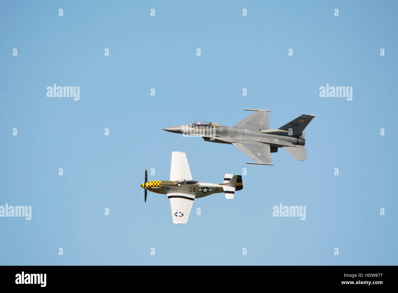 p 51 mustang wwii stockfotos p 51 mustang wwii bilder alamy. Black Bedroom Furniture Sets. Home Design Ideas