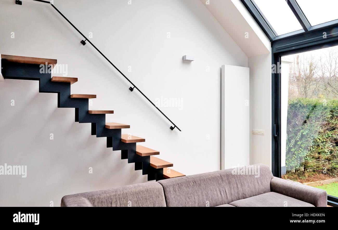 Hartholz Treppen In Modern Renovierten Wohnzimmer