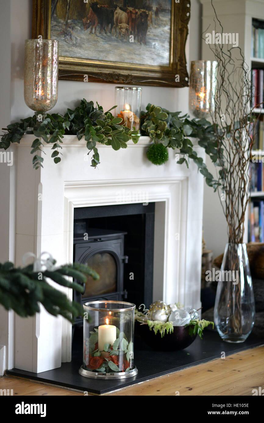 Elegant Kamin Dekoriert Für Weihnachten