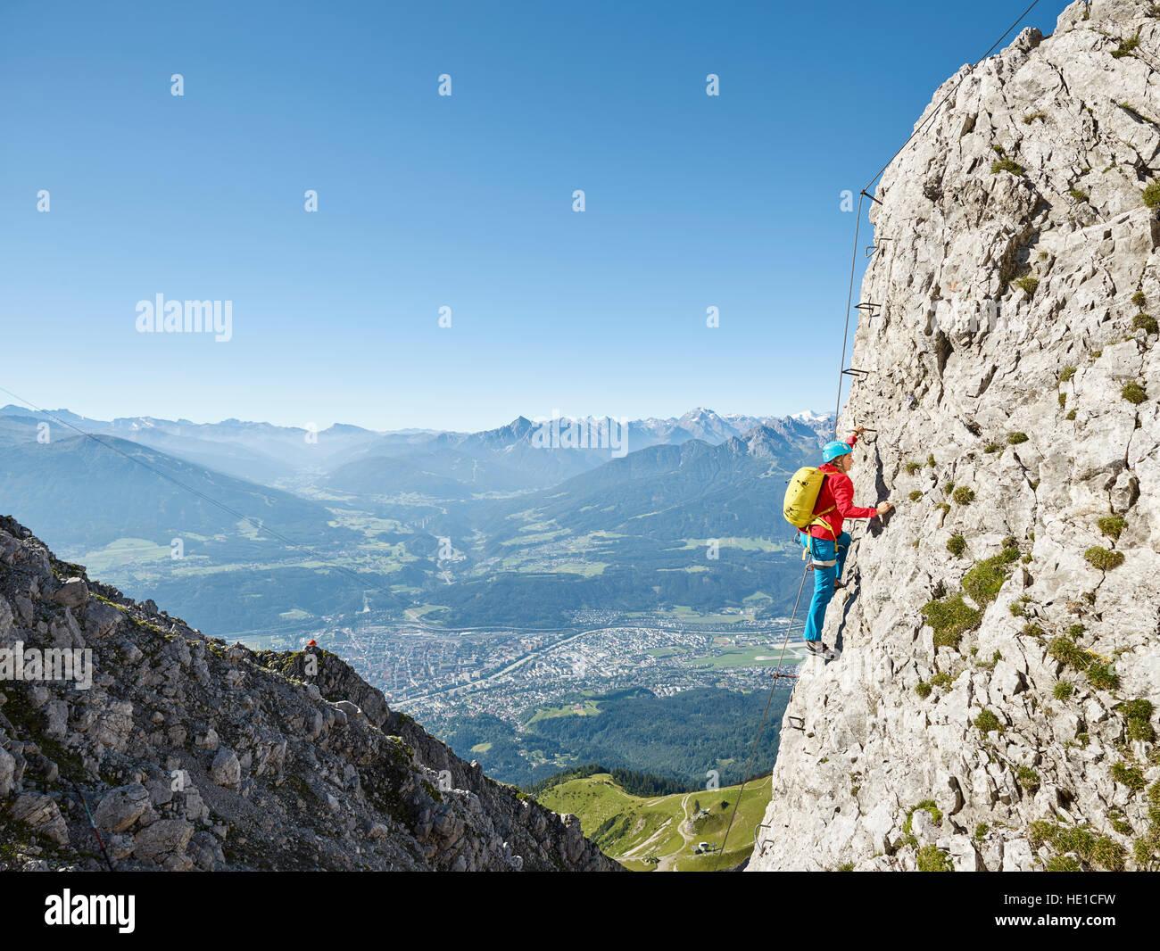 Klettersteig Innsbruck Nordkette : Nordkette klettersteig route kletterer an
