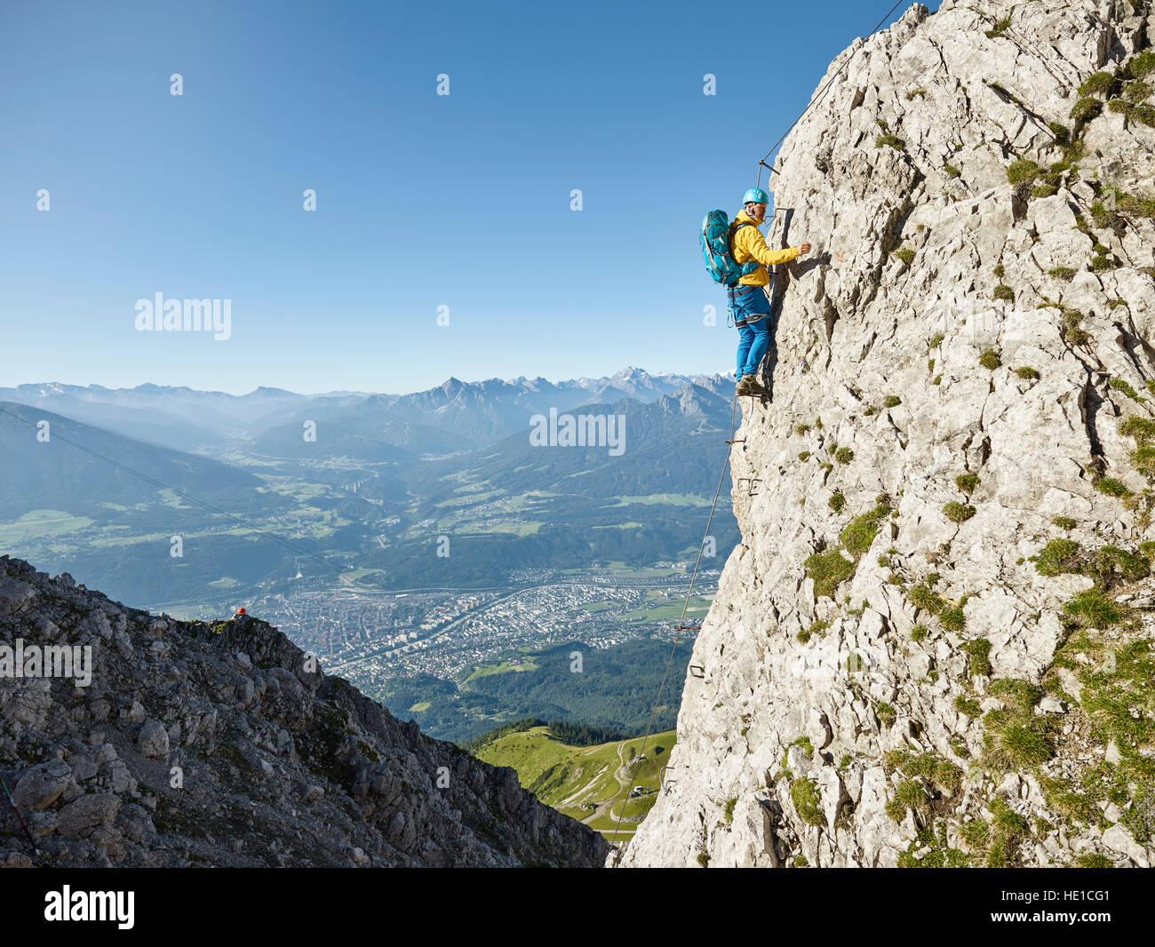 Klettersteig Innsbruck Nordkette : Nordkette klettersteig route bergsteiger befestigt mit