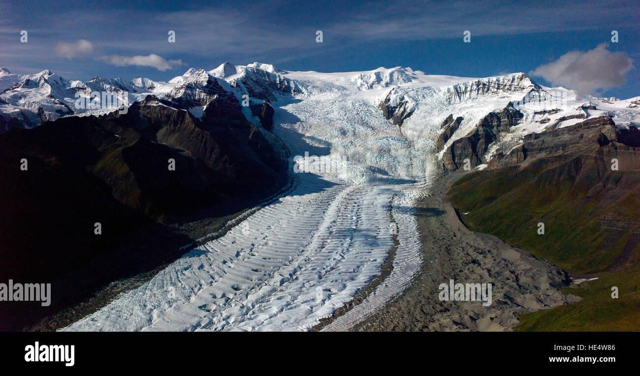Eine Luftaufnahme des Root-Gletschers und Starway Eisfall im Wrangell-St.-Elias-Nationalpark in Alaska, USA. Der Stockbild