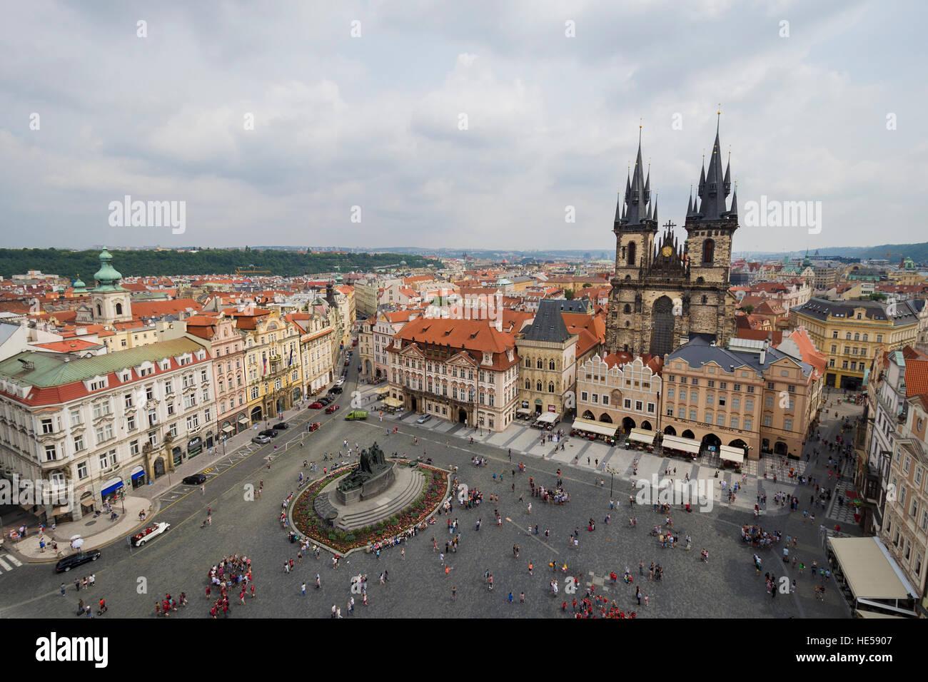 Panorama-Aussicht auf Prager Altstädter Ring an bewölkten Tag Stockbild