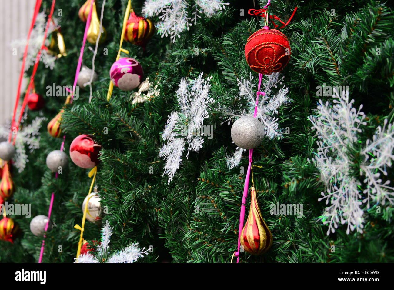 Ausgezeichnet Draht Weihnachtsbaum Weiße Lichter Bilder - Schaltplan ...