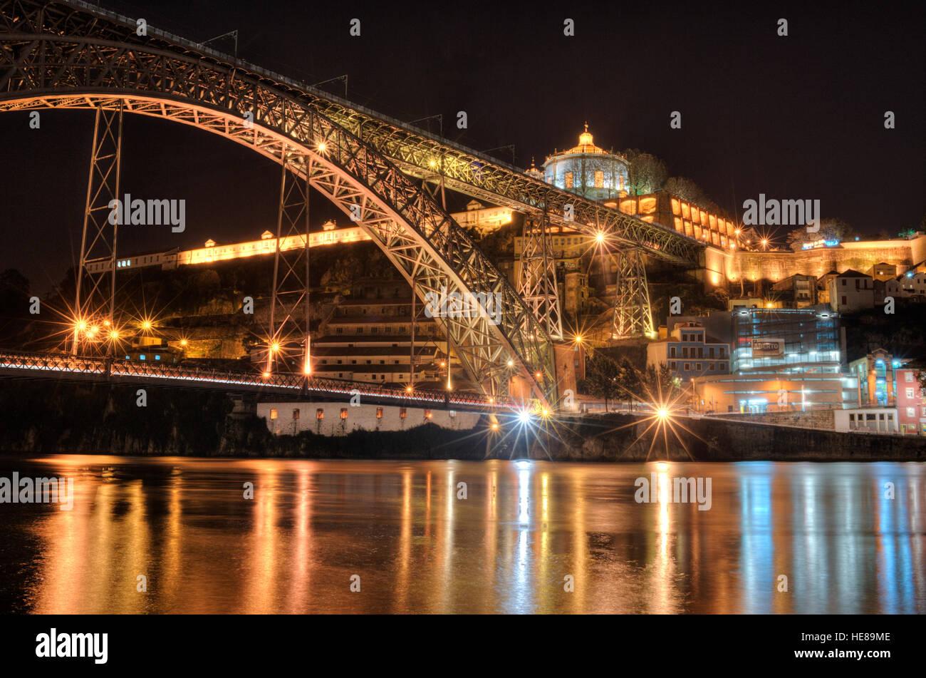 Ponte Dom Luís I, doppelte decked Metall Bogen Brücke überspannt den Fluss Douro, 19. Jahrhundert, Stockbild