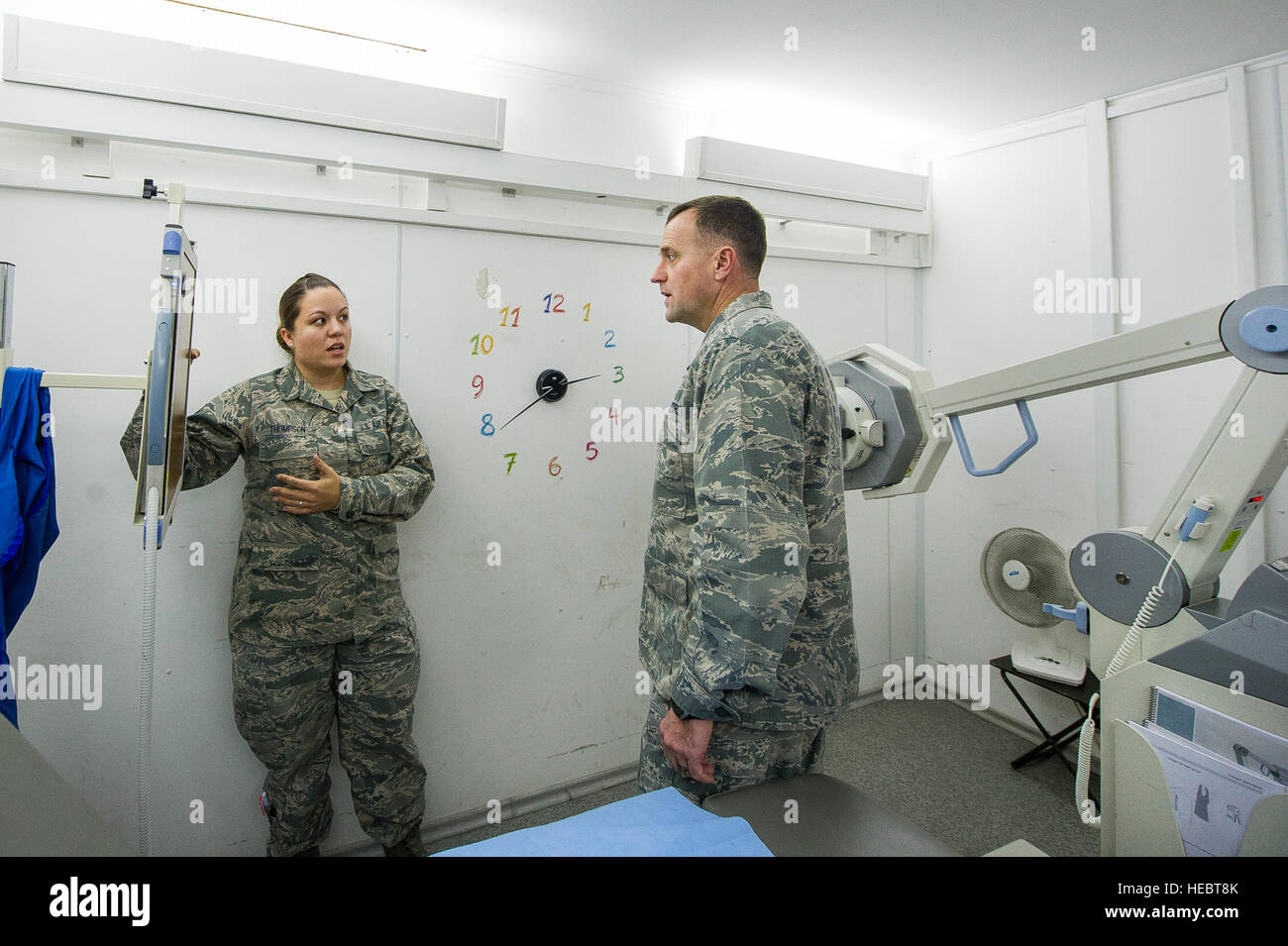 Staff Sgt Jennifer Thompson, 376th Expeditionary Praxisgemeinschaft ...
