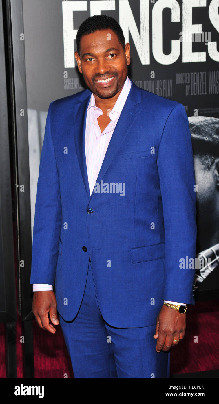 New York, USA. 19. Dezember 2016. Mykelti Williamson besucht 'Fences' New York screening im Rose Theater, Stockbild