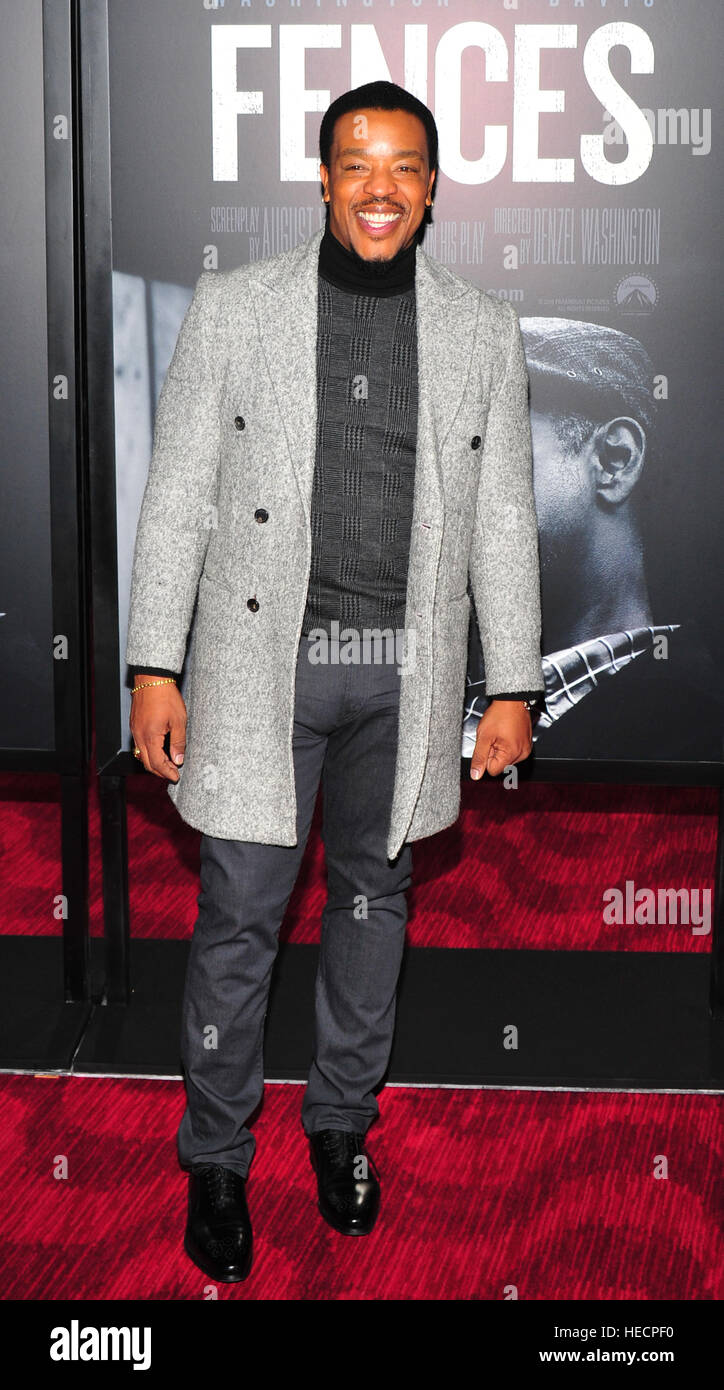 New York, USA. 19. Dezember 2016. Russell Hornsby besucht 'Fences' New York screening im Rose Theater, Jazz Stockbild