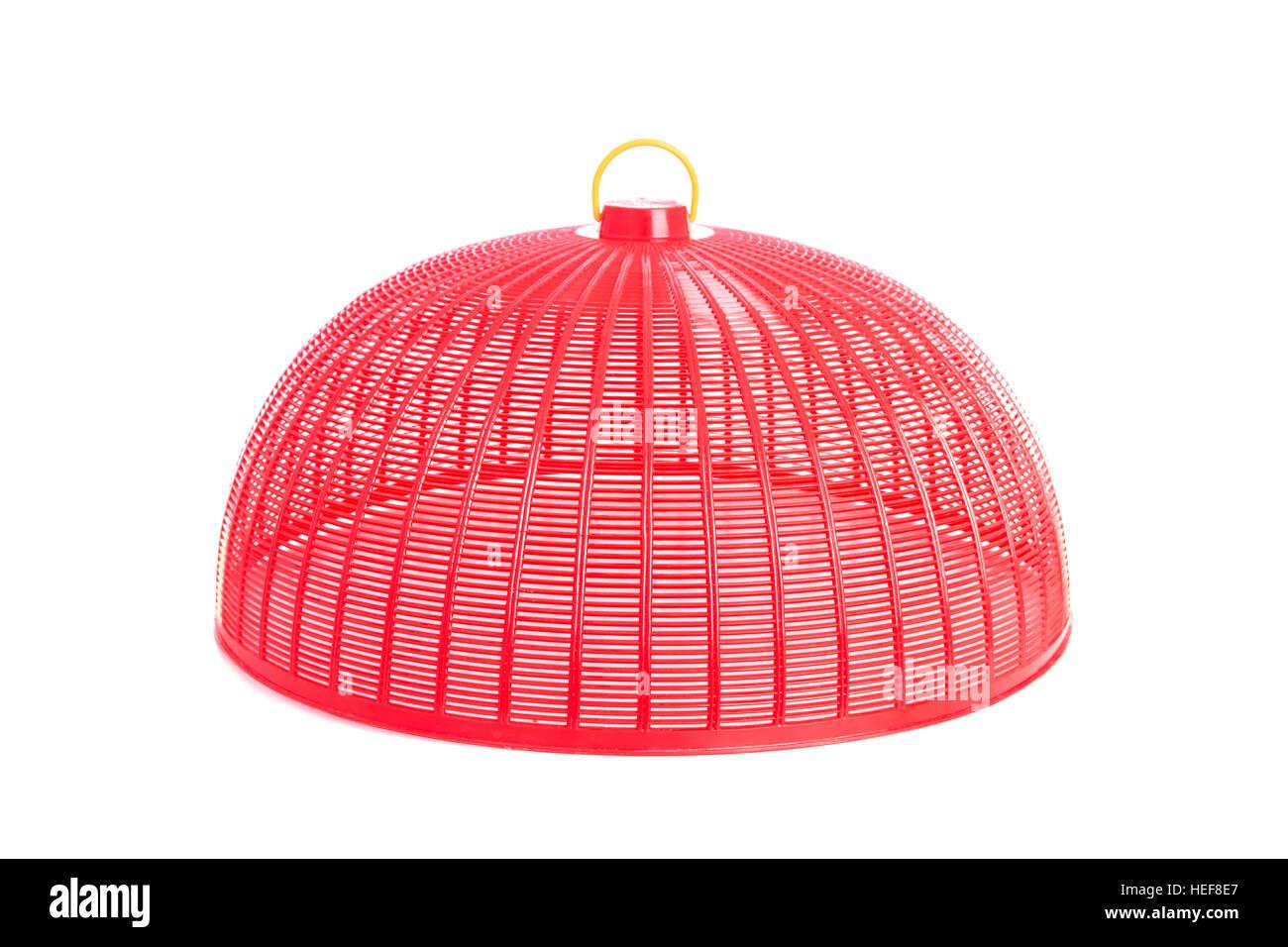 Roten Kunststoffgitter Abdeckung (verwendet, um Lebensmittel vor Insekten zu schützen) isoliert auf weißem Stockbild