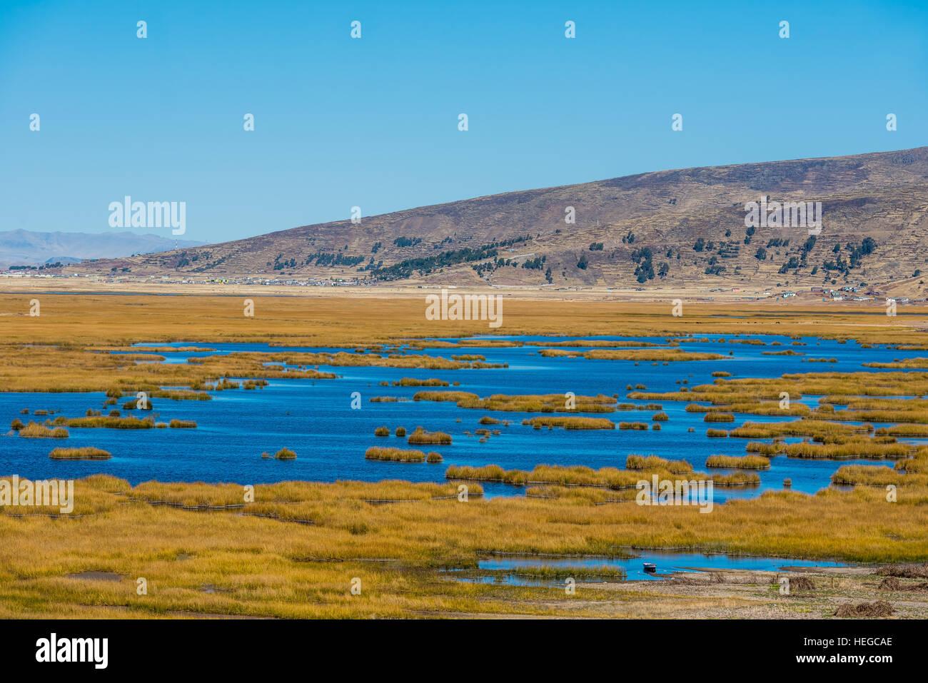Titicaca-See in den peruanischen Anden in Peru Puno Stockbild
