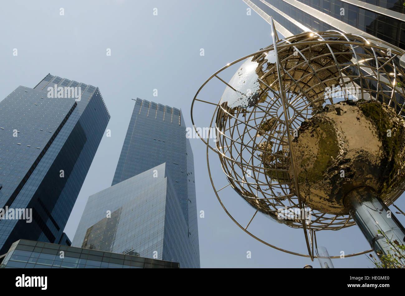 Columbus Circle In Manhattan Eine Sehenswurdigkeit Mit Einem Globus