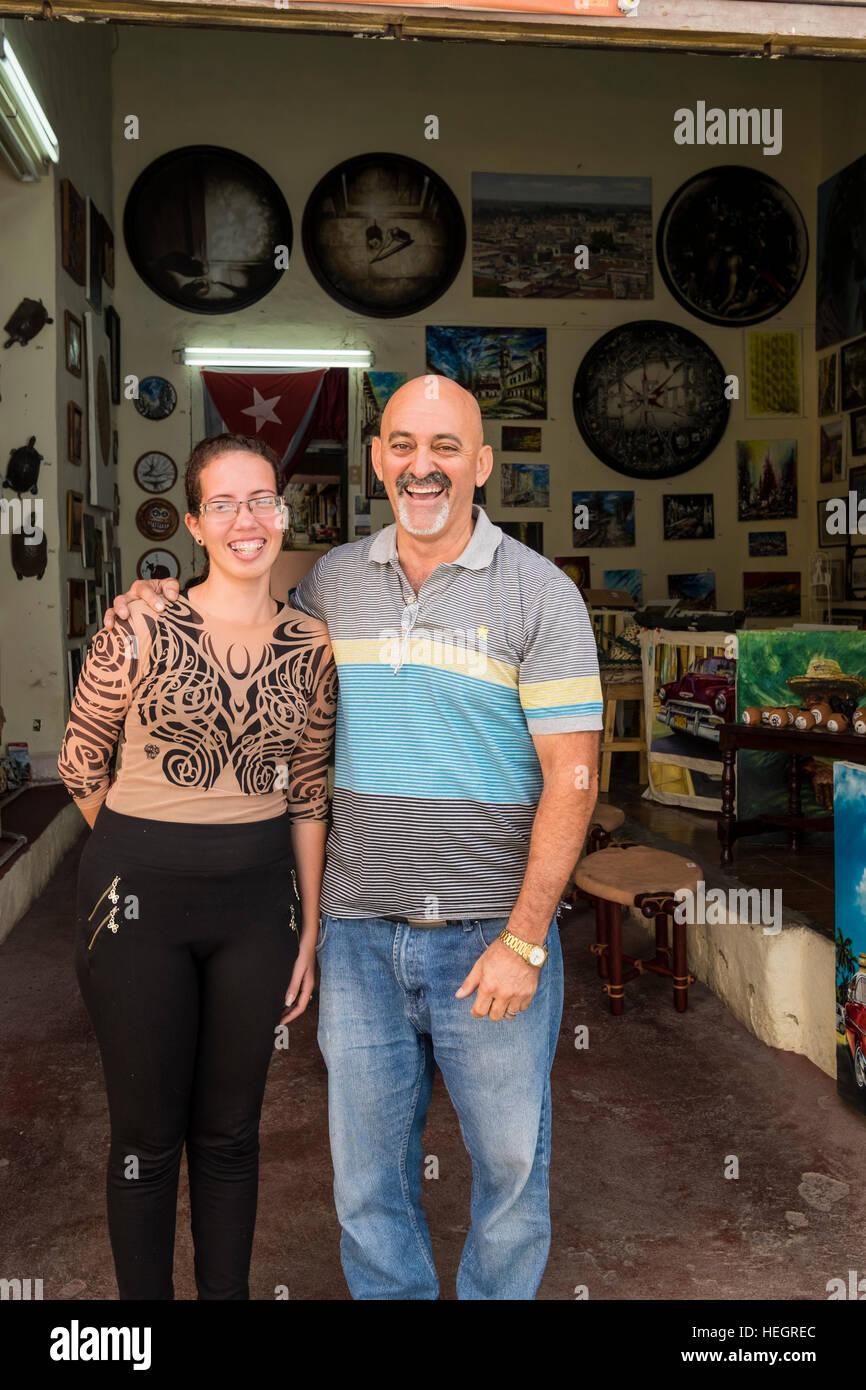 Künstlers Eduardo Rosales Ruiz in seiner Galerie in Camagüey, Kuba Stockbild
