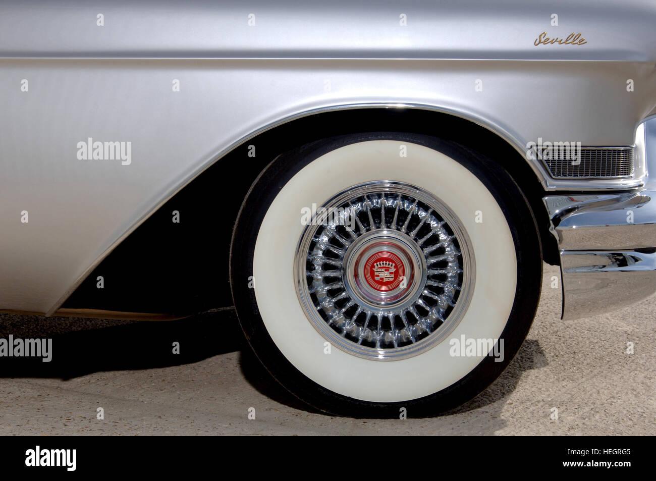 Car Tyre Wall Stockfotos & Car Tyre Wall Bilder - Alamy