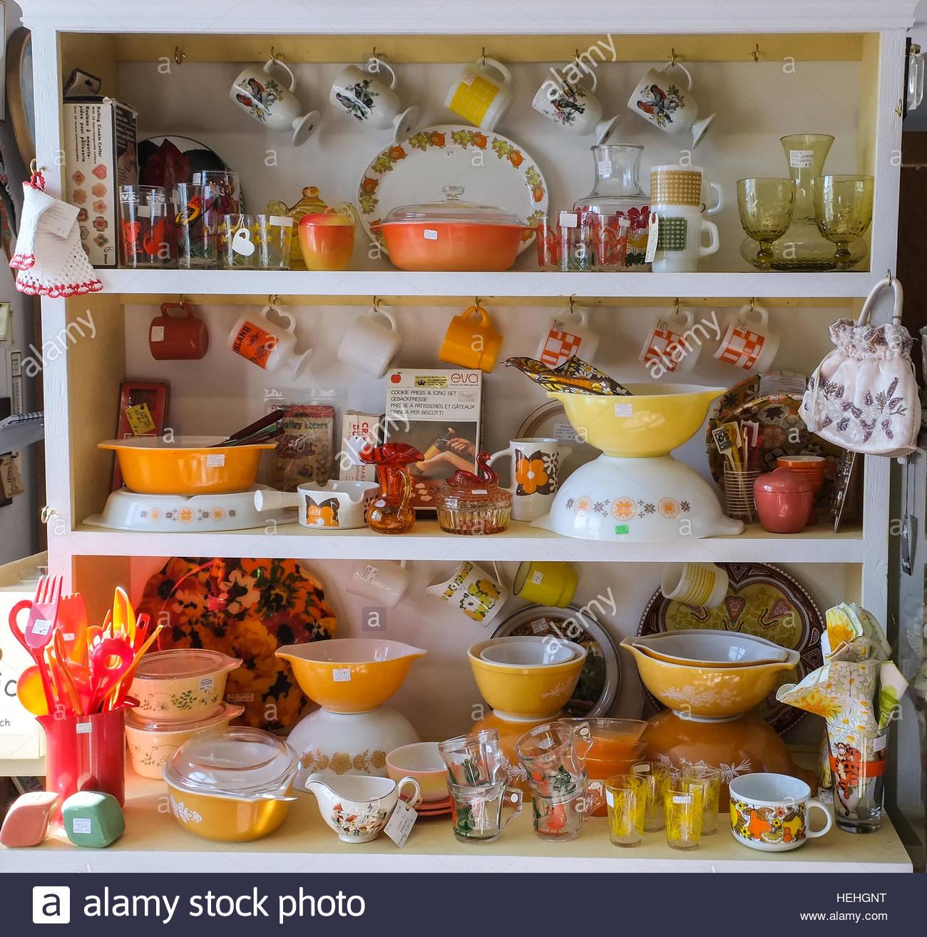 1950s Kitchen Cooking Stockfotos & 1950s Kitchen Cooking Bilder - Alamy